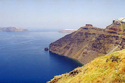 Santorini-cliffs near Thira.jpg