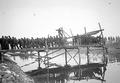 Sappeure beim Bau einer Kolonnenbrücke - CH-BAR - 3238045.tif