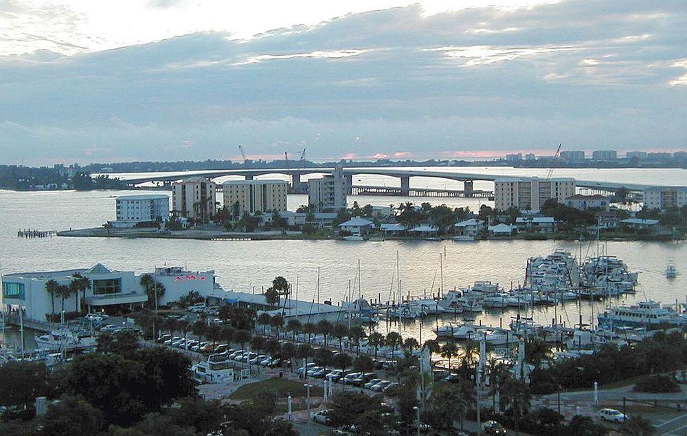 The population density of Sarasota in Florida is 816.51 people per square kilometer (2114.43 / sq mi)