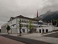 Schaan, stadhuis met kerk op de achtergrond foto3 2014-07-21 09.37.jpg