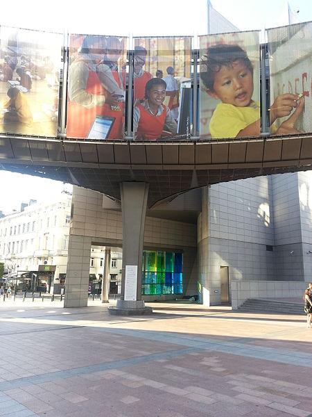 File:Schlafplatz am EU Besucherzentrum.jpg