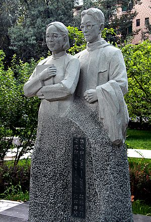 Lu Kanru - Statue of Lu Kanru and his wife Feng Yuanjun on the Central Campus of Shandong University