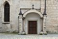 Sierning Pfarrkirche NW Seitenportal.jpg