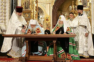 Russian Orthodox Church Outside Russia - Solemn signing of the Act of Canonical Communion in the Cathedral of Christ the Savior, Moscow. Left to right: Archpriest Alexander Lebedev, First Hierarch of the ROCOR Metropolitan Laurus, Patriarch Alexy II of Moscow and All Russia, Protopriest Nikolai Balashov. 17 May 2007