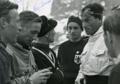 Skieurs en discussion en 1936.png