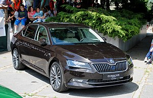 Skoda Superb B8 front view.jpg