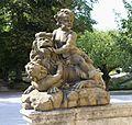 Skulptur Kinder mit Loewe Hofgarten Wuerzburg-1a.jpg