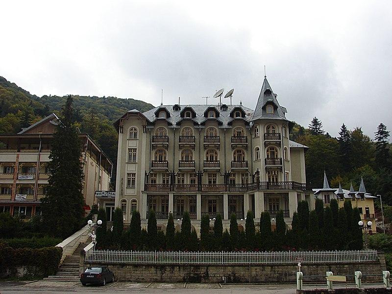 File:Slănic Moldova, Vila Palas - panoramio.jpg