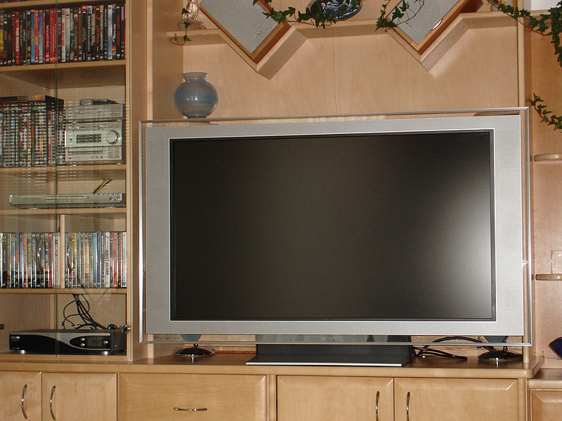File:Sony kdl 46x2000 bravia display dreambox dm7000 receiver by hdtvtotal dot com.jpg