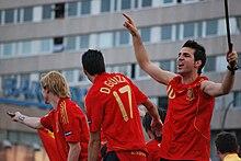 Fàbregas festeggia con i compagni la vittoria della Spagna ad Euro 2008
