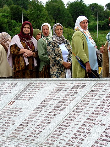 English: Women at the monument for victims of ...