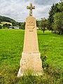 Stèle à l'entrée du village.jpg