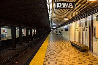St. Clair West station - Image: St. Clair West Platform 01