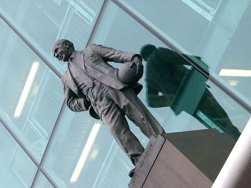 Fichier:Statue de Busby à Old Trafford.jpg