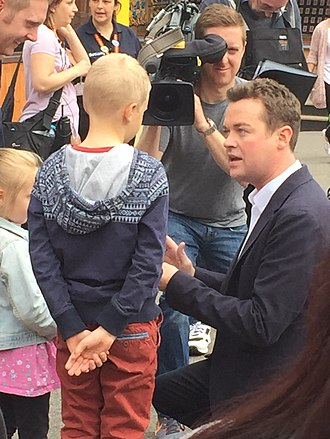 Stephen Mulhern - Mulhern at Chessington World of Adventures in 2015, performing a magic trick in front of a child for CITV show Tricky TV.