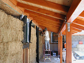 Straw-bale construction - Straw bale construction project in Willits, California