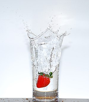 Color of water - Image: Strawberry splash