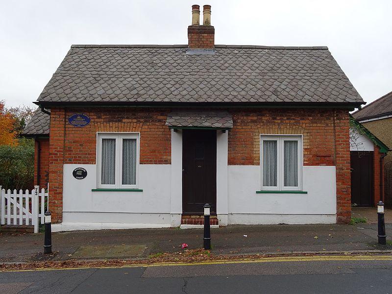 File:Sunnyside Lodge Woodberry Way Chingford London E4 7DY.jpg