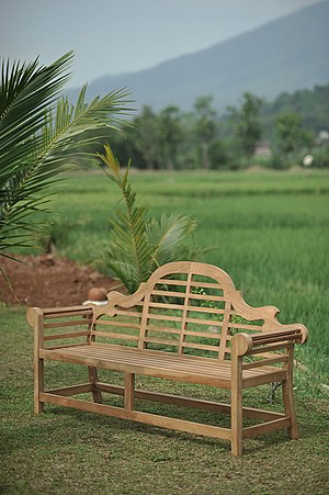 Garden furniture - A classic bench design by Edwin Lutyens