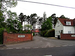Downe House School - Main entrance