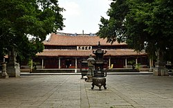 The courtyard of Quanzhou Kaiyuan Temple 20170727.jpg