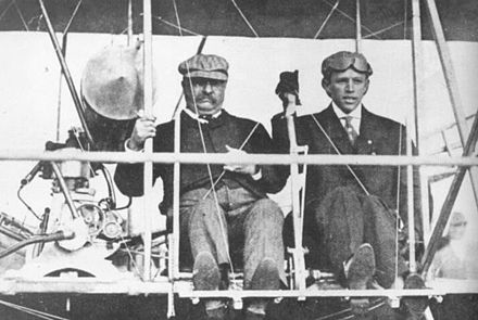 Theodore Roosevelt and pilot Hoxsey at St. Louis, October 11, 1910. Theodore Roosevelt and Archibald Hoxsey (1910).jpg
