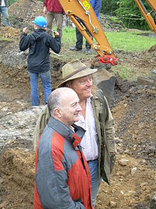 Time Team at Codnor Castle Tony Robinson and Phil Harding.jpg