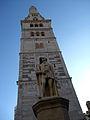 Torre Ghirlandina di Modena dal basso 1.jpg