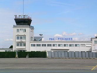Pau Pyrénées Airport - Image: Tour Pau