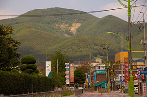 Taebaek - Image: Town at the Foot of the Mountain