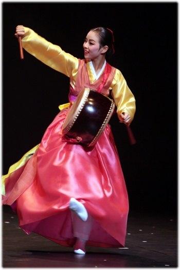 Traditional Korean dance - 6095495343