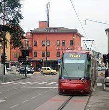 Tram alla fermata Pastrello