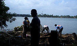Tsunami 26-12-2004 - Kallady, Batticaloa (Kallady Bridge in background).JPG