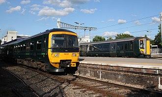 Twyford railway station - Image: Twyford GWR 165121 and 387153