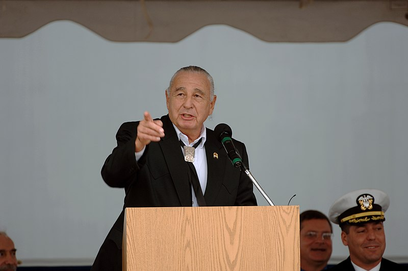 Campbell speaks at the commissioning of the USS Mesa Verde (LPD 19) in 2007
