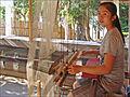 Une jeune tisserande à Ban Xang Khong (4337178479).jpg