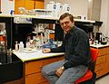 Vaclav Ourednik-im-Labor der Harvard Universität, 2002.jpg