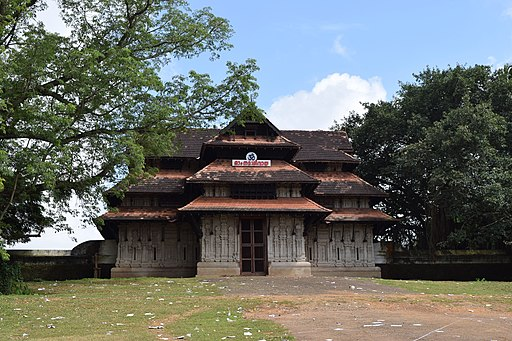 Vadakkunnathan Temple west nada DSC 0595