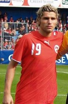 Behrami con la nazionale nel 2006