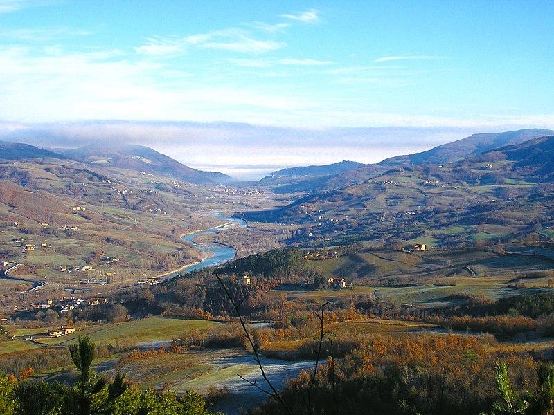 File:Valtrebbia dal Monte Armelio - panoramio.jpg