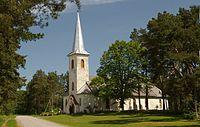 Varbla kirik, vaade edelast.jpg