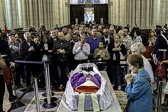 Paulo Evaristo Arns - People queuing to pay their respects to the late Cardinal Arns.