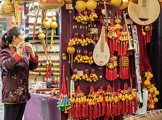 Yu Garden - Image: Vendor at the Yuyuan Bazaar near Yu Garden, Shanghai