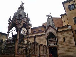 Scaliger Tombs - Image: Verona 046