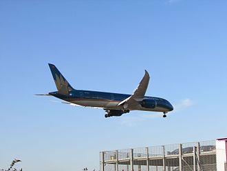 Vietnam Airlines - A Vietnam Airlines Boeing 787-9 landing at London Heathrow Airport