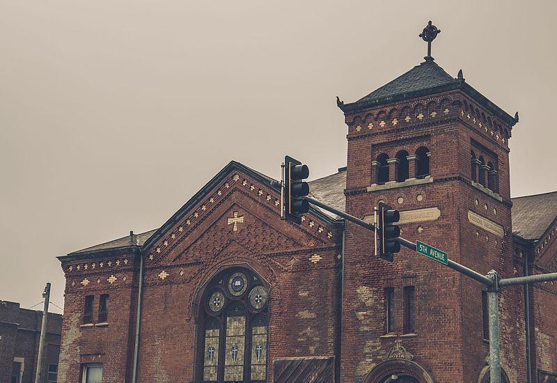 File:Vineyard Church in Moline, Illinois (24258850709).jpg