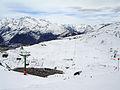 Vista de la estación de esquí de Formigal desde la pista del Collado.jpg