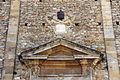 Volterra, santi giusto e clemente, esterno, timpano, lapide e stemma papale, san lino.JPG