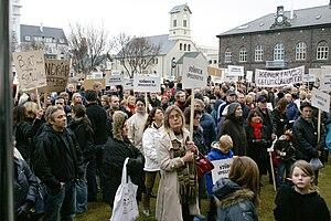 2009 Icelandic financial crisis protests - Image: W05 Protesters Austurvöllur 08325