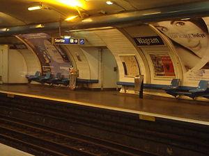 Wagram (Paris Métro) - Image: Wagram quai